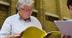 Graham Vick durante la prima presentazione di Falstaff